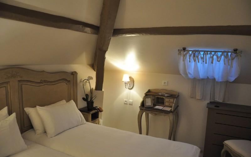 h tel des po mes de chartres h tels chartres. Black Bedroom Furniture Sets. Home Design Ideas
